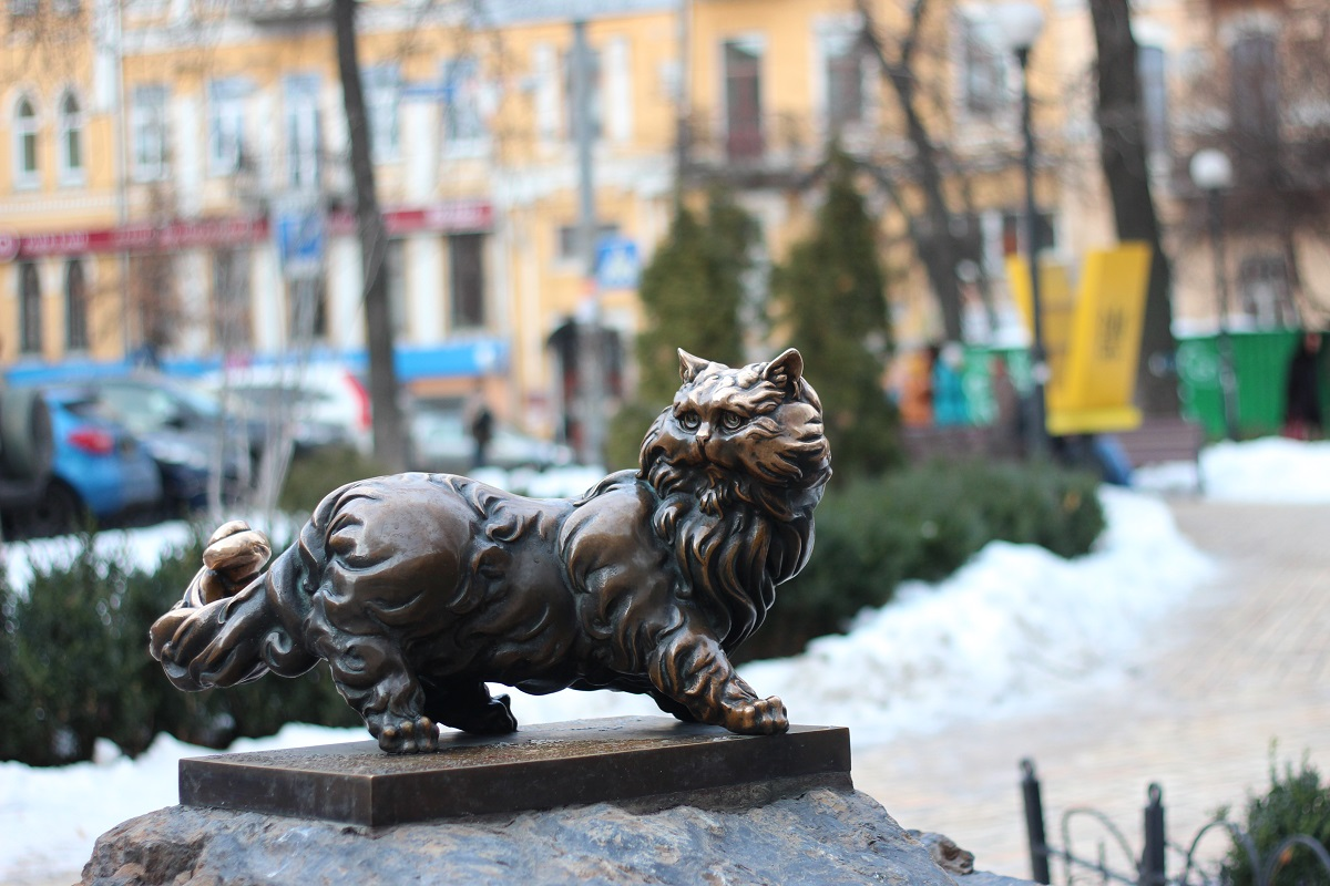 Kiev Adım Adım Gezi Rehberi Kısım 6: Golden Gate - Altın Kapı ve Kiev'in En Güzel Binaları  2- The Monument Of Panteleymon The Persian Cat - Panteleymon Kedi Anıtı