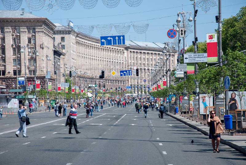 Kiev Gezilecek Yerler - Khreshchatyk -Kireşatik - Kiev - Gezi - Seyahat - Kiev Gezi Listesi - Kiev Seyahat Listesi - Kiev de görülmesi gereken yerler -  Sovyet - Rus - Ukrayna - Bina - Tarih - İkinci Dünya savaşı - Bağımsızlık Meydanı - Maidan -