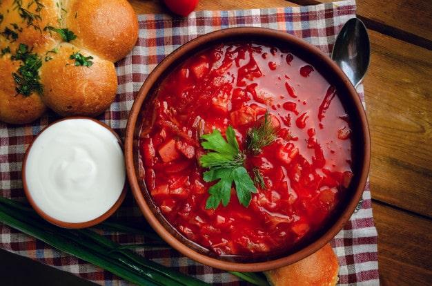 Kiev ' de Ne Yenir:- Kiev Borsch Çorbası-Kiev'de Ne Yenir? Kiev Meşhur Yiyecekler Nelerdir? Kiev'de yeme içmeye ne kadar harcanır? Kiev Yemek Fiyatları Nedir? Kiev Detaylı Yeme İçme Notları