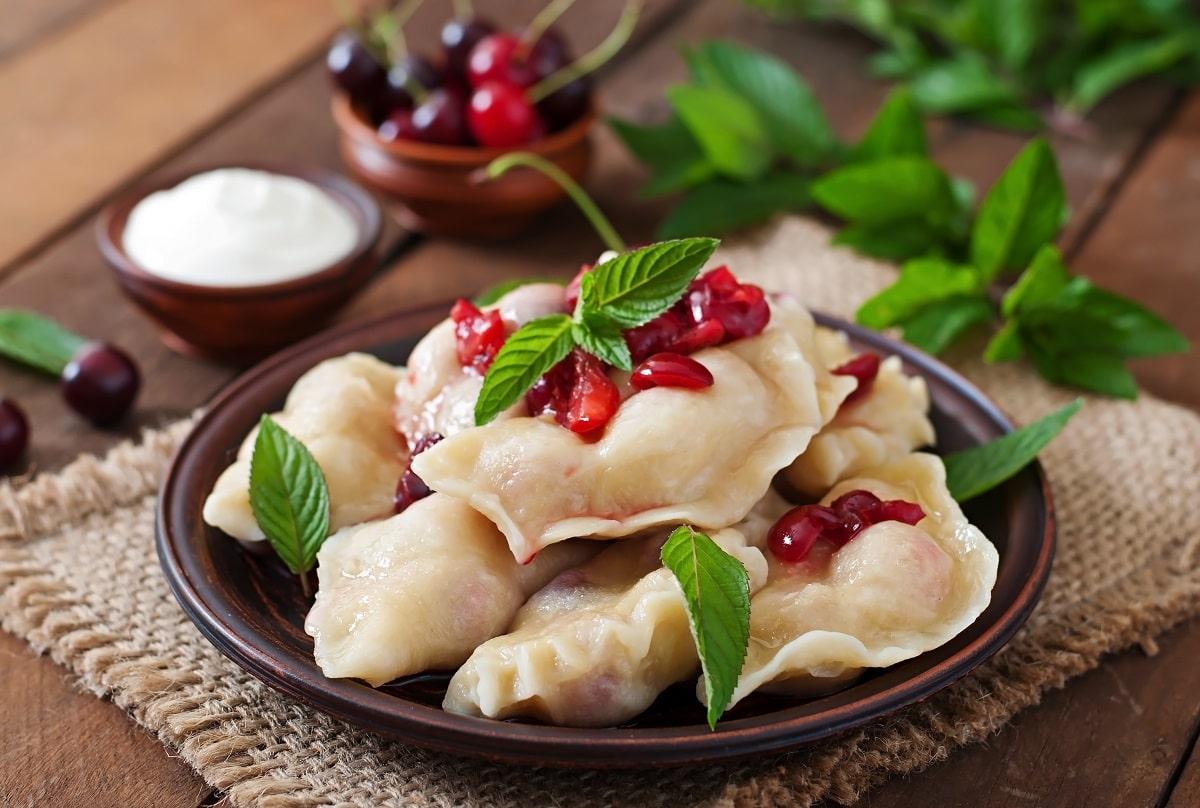 Kiev'de Ne Yenir? Kiev Meşhur Yiyecekler Nelerdir? Kiev'de yeme içmeye ne kadar harcanır? Kiev Yemek Fiyatları Nedir? Kiev Detaylı Yeme İçme Notları - Kiev Mantısı - Kiev Vareniki